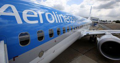 Aerolíneas Argentinas reinicia sus vuelos de cabotaje.