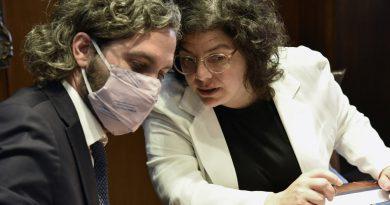 El Gobierno se reúne con científicos mientras avanza el plan de vacunación.