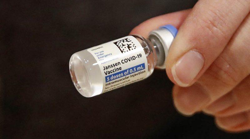 Europa espera una decisión sobre el uso de la vacuna Johnson & Johnson contra el coronavirus.