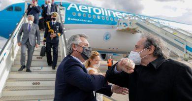 El Presidente arribó al país luego de su gira europea por Portugal, España, Francia e Italia.
