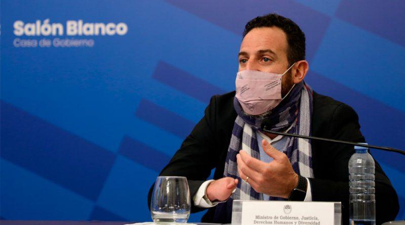 """Santa Fe: el ministro de Gobierno negó la existencia de un """"vacunatorio vip""""."""